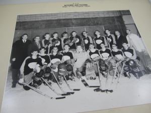 An old hockey team photo from the late 60s